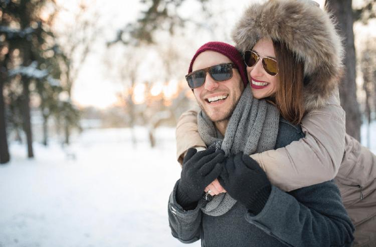 Сонцезахисні окуляри взимку: модна примха чи необхідність?