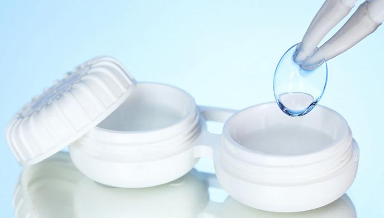 Особливості догляду за контактними лінзами