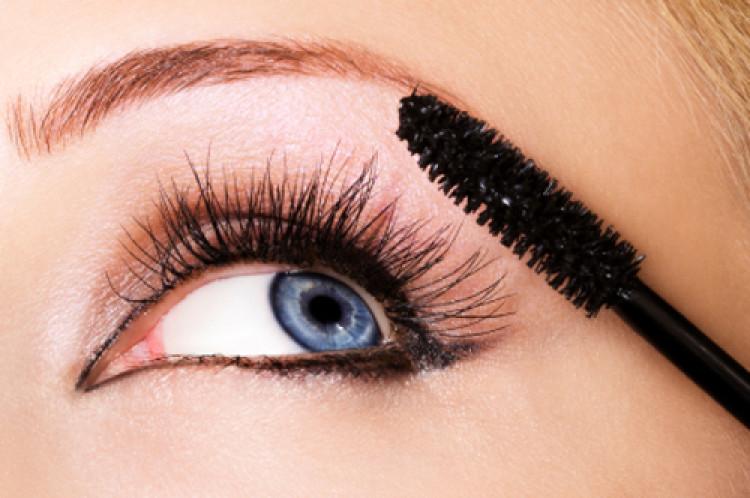 Якою повинна бути косметика для очей?