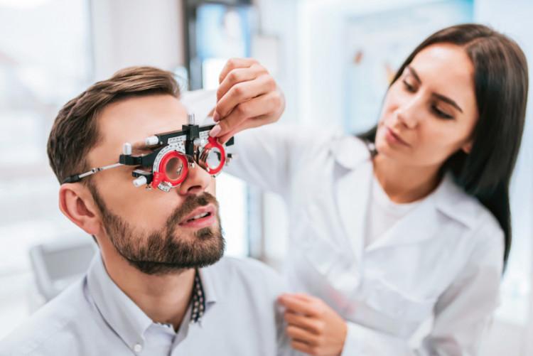 Как проходит проверка зрения у офтальмолога?